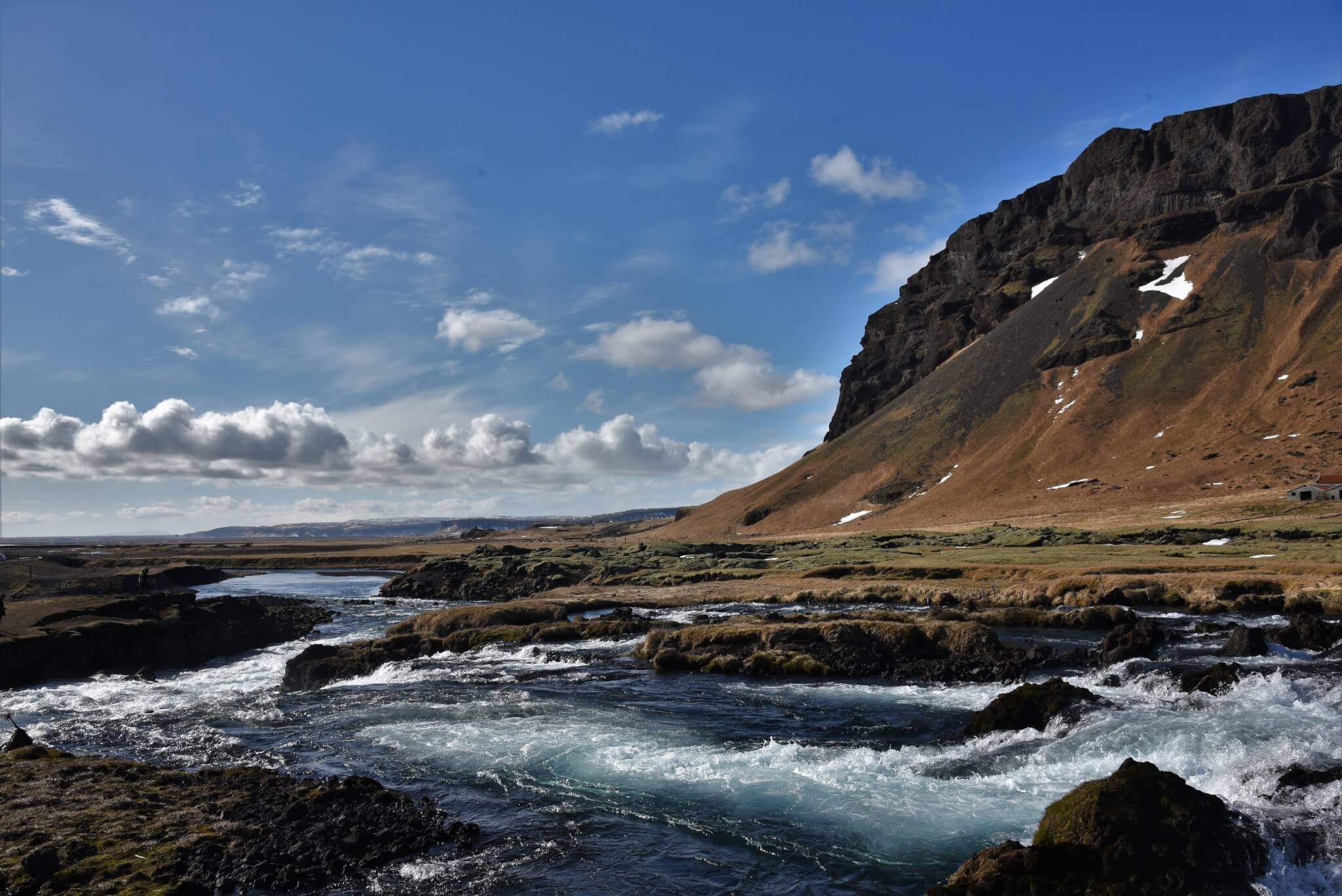 Mountain and River Bed : Iceland Roue #1