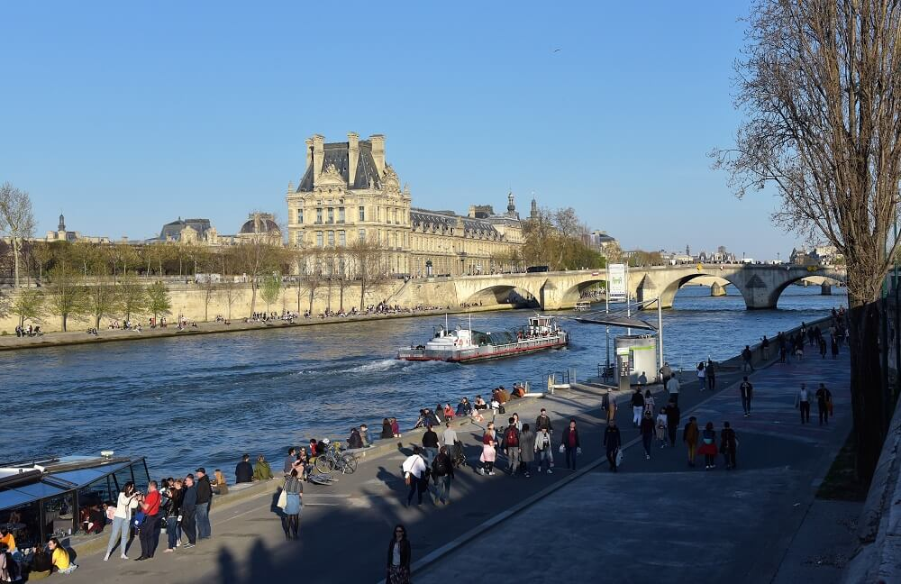 THE BANKS OF THE RIVER SEINE