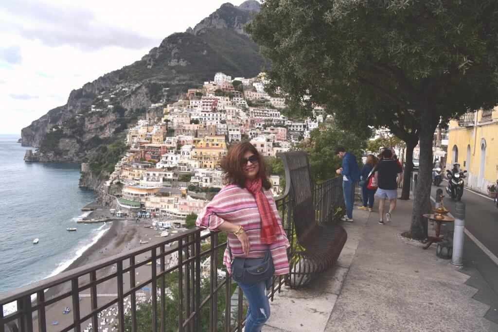The cliffside and road side view - Positano
